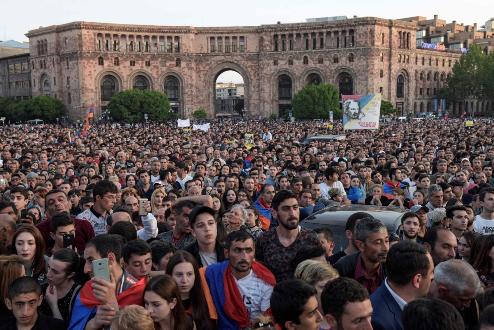 Armenian Prime Minister Serzh Sargsyan surrendered and resigns 23.04.2018