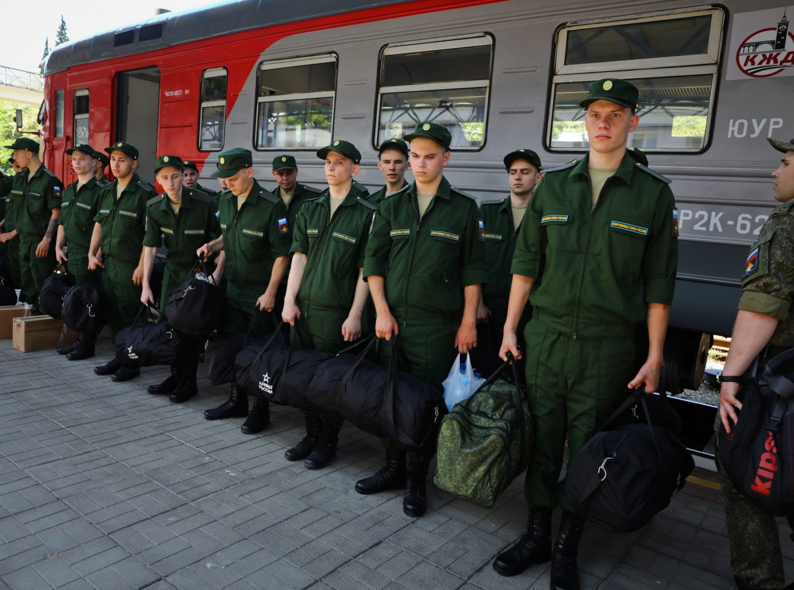 The Risks of Creating A Fully Professional Army in Russia